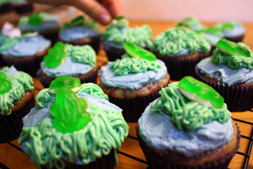Funfetti frog cupcakes